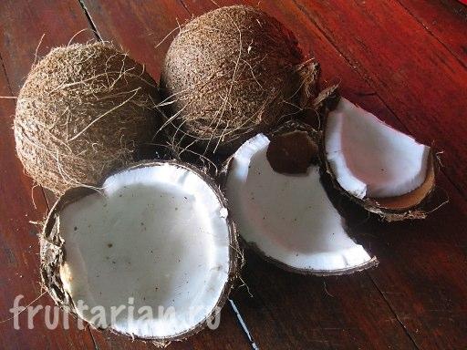 Полностью зрелые тайские кокосы