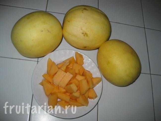 Тайские дыни с оранжевой мякотью