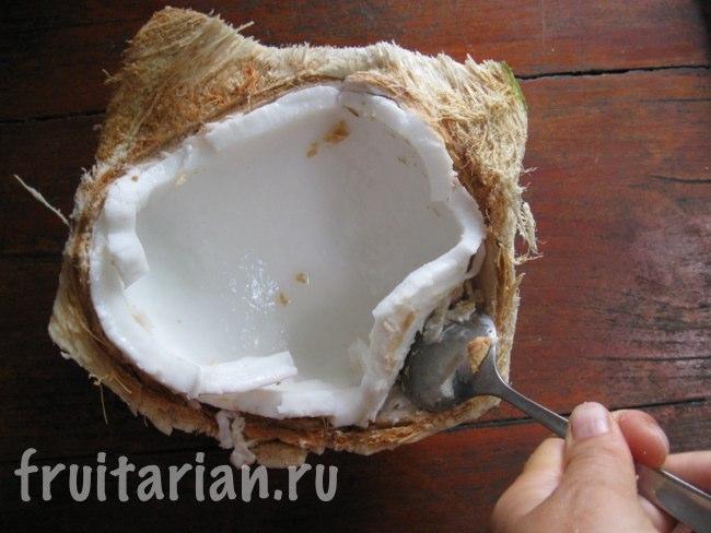 как достать мякоть из кокоса
