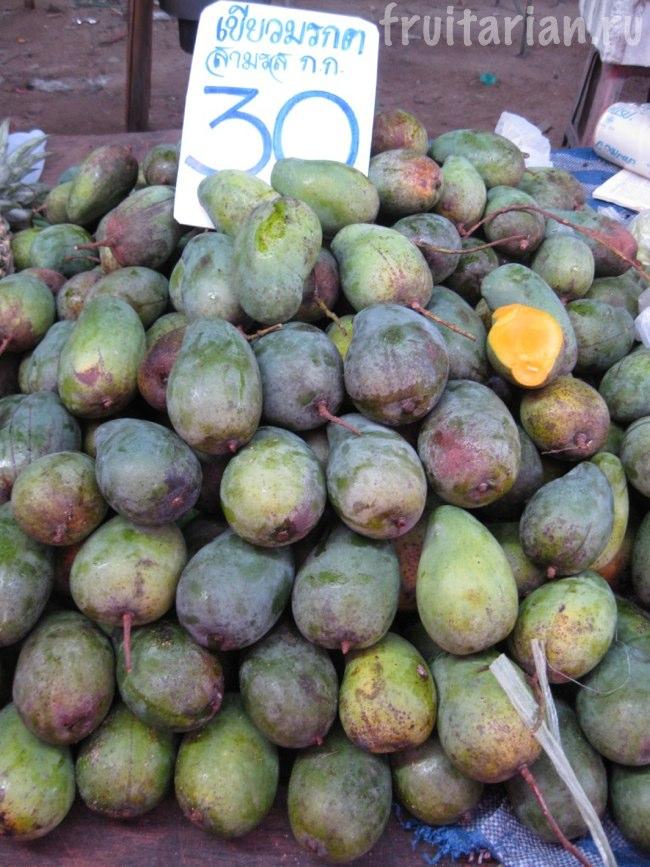 темно-зеленые манго