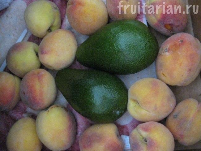 авокадо и персики
