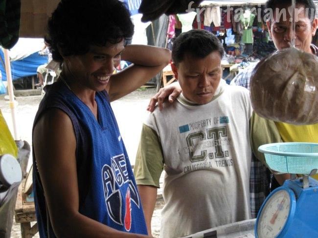 продавец авокадо
