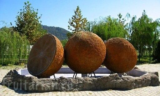 pamjatnik-apelsinu-1
