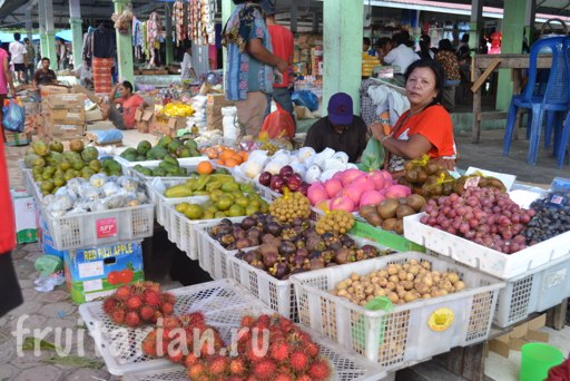 Ambarita-fruit-market-thursday-Toba-2