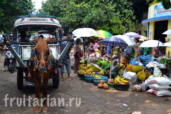 Pasar-Kebon-Roek-Ampenan-fruit-market-lombok-01