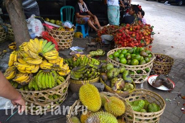 Pasar-Kebon-Roek-Ampenan-fruit-market-lombok-03