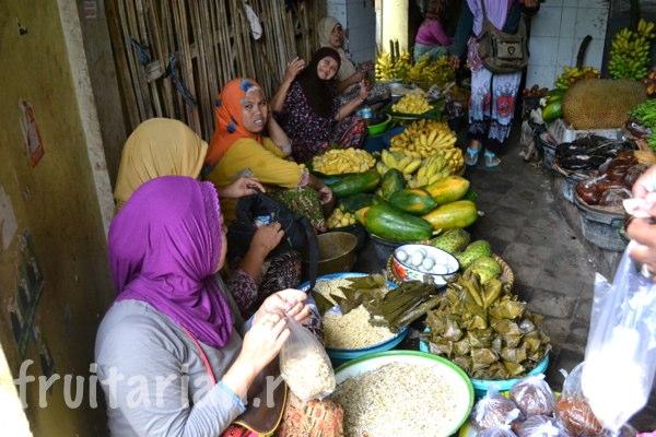 Pasar-Kebon-Roek-Ampenan-fruit-market-lombok-04
