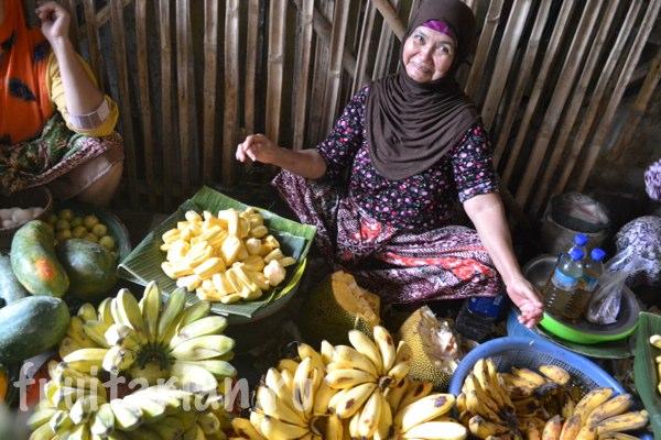 Pasar-Kebon-Roek-Ampenan-fruit-market-lombok-05
