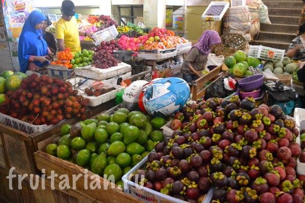 Pasar-Kebon-Roek-Ampenan-fruit-market-lombok-07