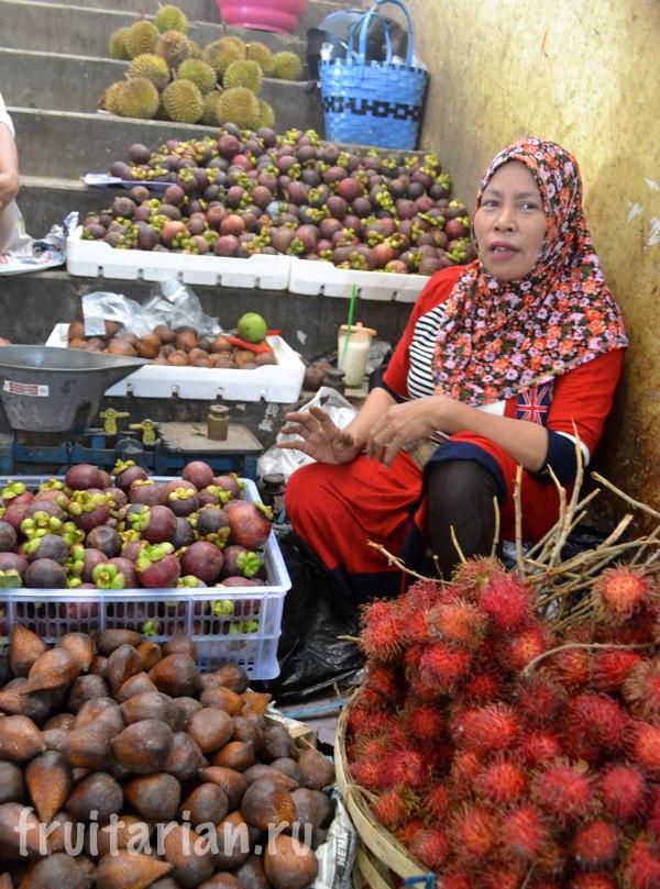 Pasar-Kebon-Roek-Ampenan-fruit-market-lombok-08