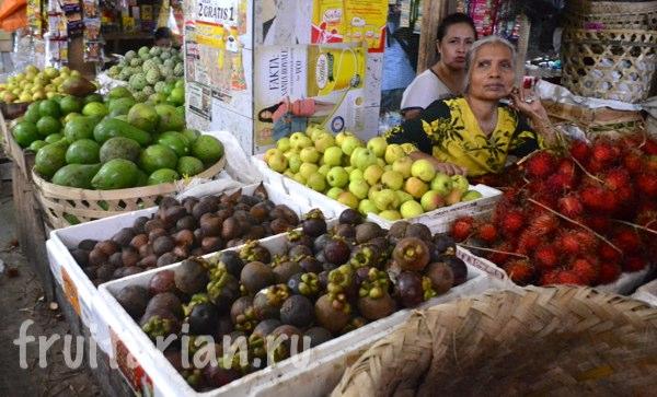 Pasar-Kebon-Roek-Ampenan-fruit-market-lombok-11