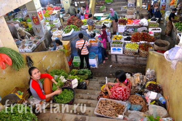Pasar-Kebon-Roek-Ampenan-fruit-market-lombok-12