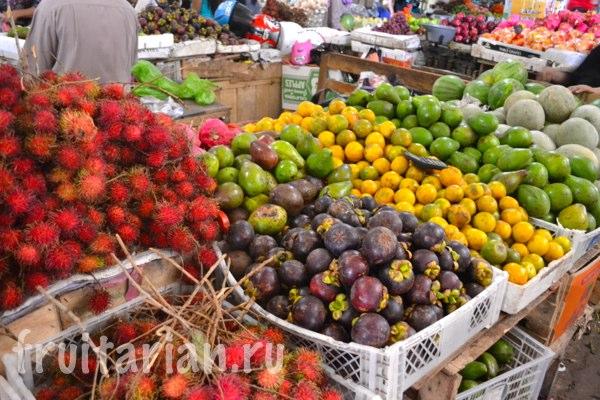 Pasar-Kebon-Roek-Ampenan-fruit-market-lombok-13