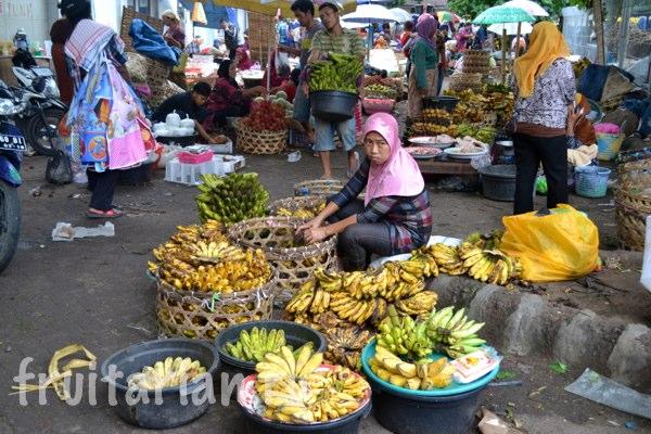 Pasar-Kebon-Roek-Ampenan-fruit-market-lombok-14