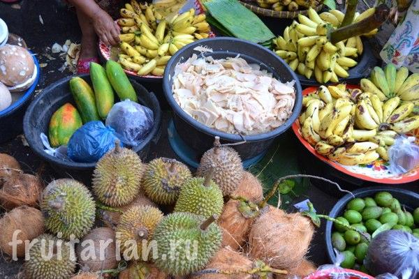 Pasar-Kebon-Roek-Ampenan-fruit-market-lombok-15