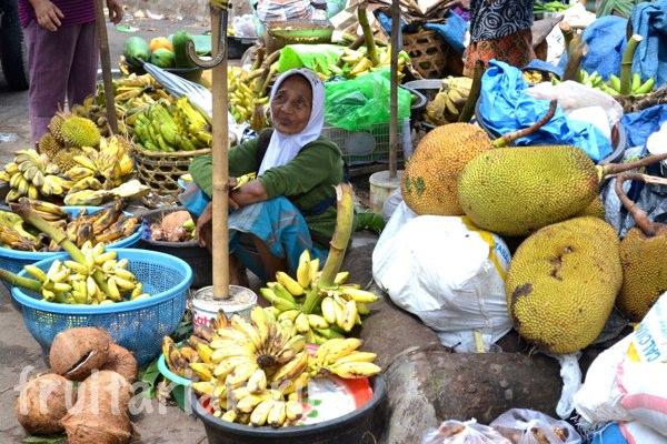 Pasar-Kebon-Roek-Ampenan-fruit-market-lombok-17