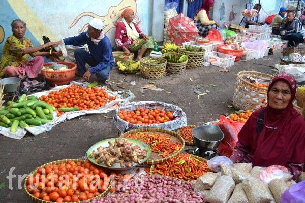 Pasar-Kebon-Roek-Ampenan-fruit-market-lombok-18