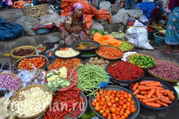 Pasar-Kebon-Roek-Ampenan-fruit-market-lombok-19