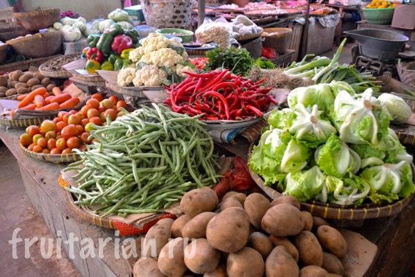 Pasar-Kebon-Roek-Ampenan-fruit-market-lombok-20