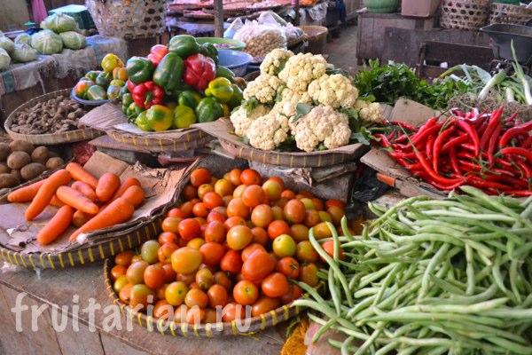 Pasar-Kebon-Roek-Ampenan-fruit-market-lombok-21
