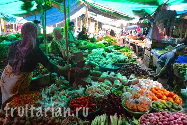 Pasar-Kebon-Roek-Ampenan-fruit-market-lombok-22