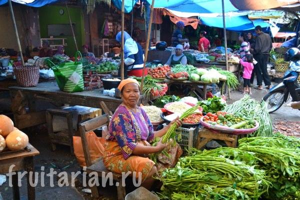 Pasar-Kebon-Roek-Ampenan-fruit-market-lombok-23