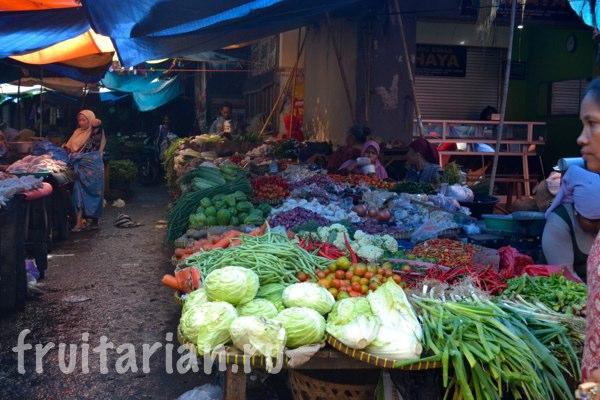 Pasar-Kebon-Roek-Ampenan-fruit-market-lombok-24
